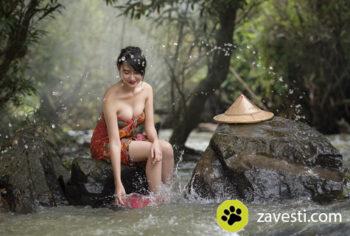 zavesti girl bathing